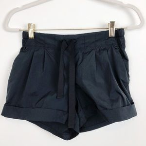 LULULEMON BLACK CUFFED SHORTS SZ 6
